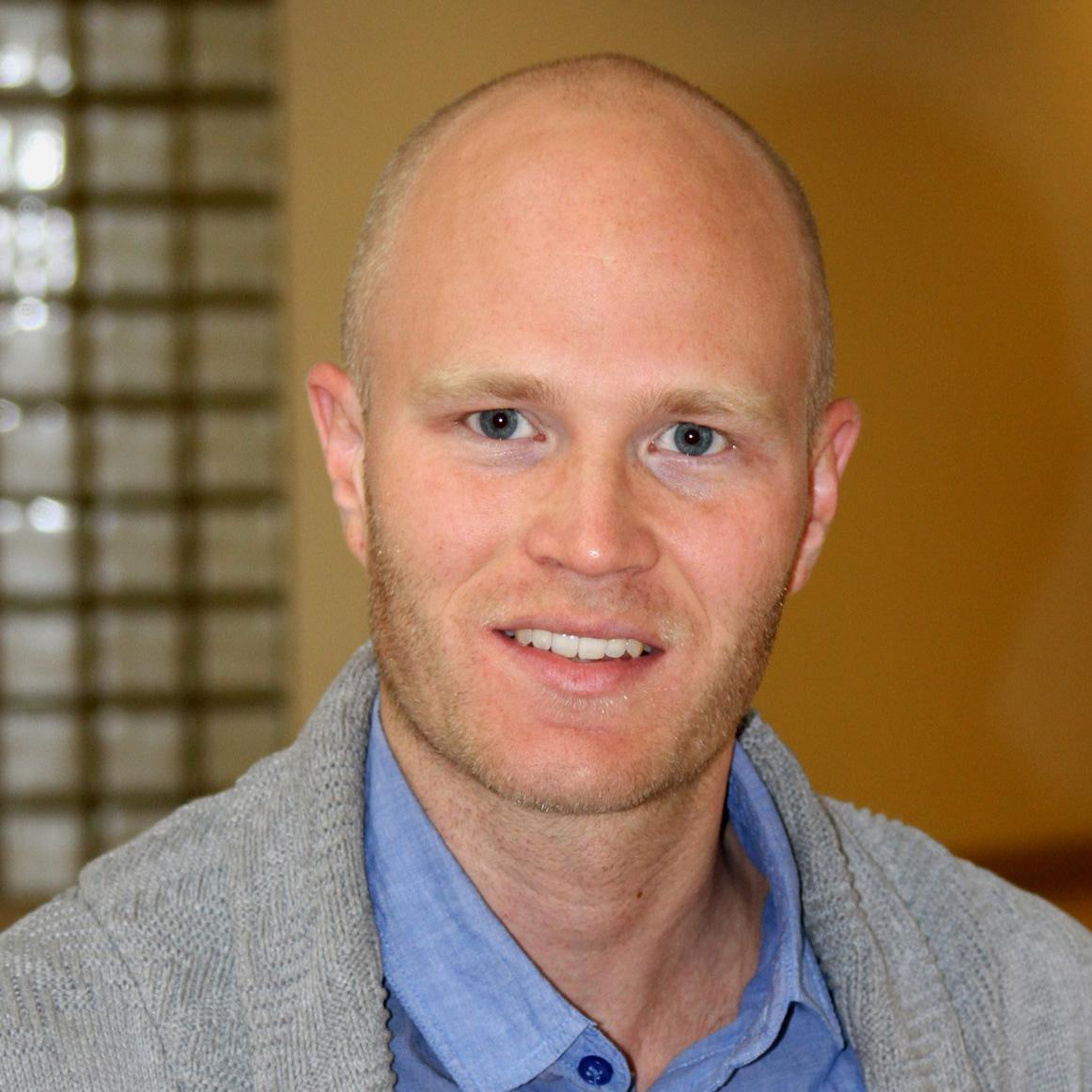 Josef Carlsson : Siviløkonom Uppsala Universitet, Høyskoleingeniør Byggteknikk Jönköpings Tekniska Högskola